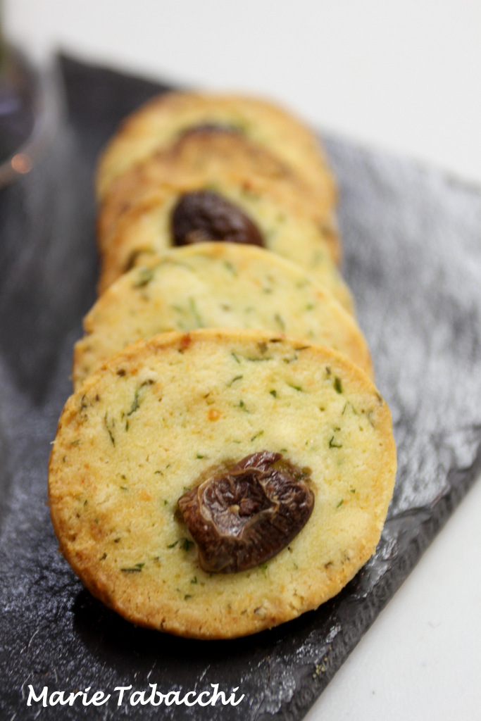 recette biscuits sal s aux herbes et parmesan. Black Bedroom Furniture Sets. Home Design Ideas
